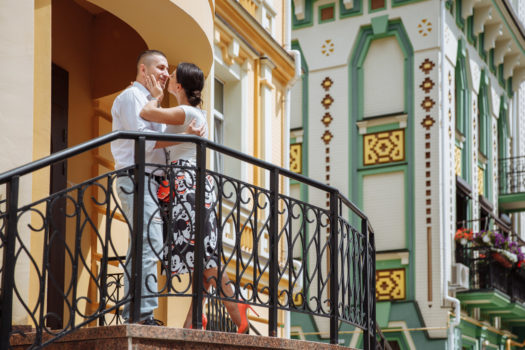 Коля Вика на балконе